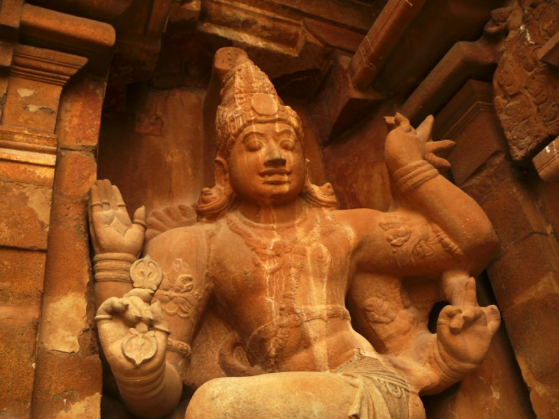 Statue in temple Thanjavur.jpg
