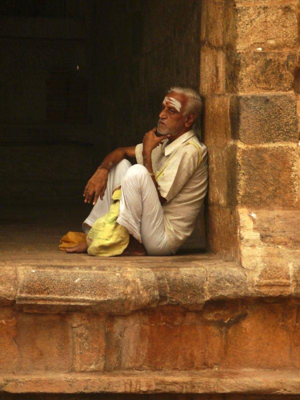 Man at temple Thanjavur.jpg