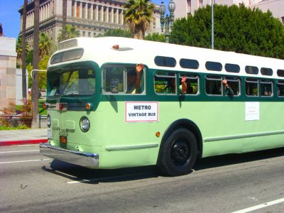 Parade 850 Vintage Bus.jpg