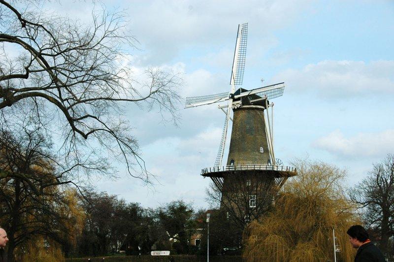 Stedelijk Molenmuseum (Municipal Windmill Museum) De Valk, 2e Binnenvestgracht 1