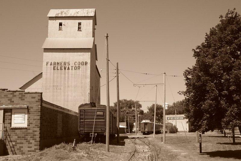 Farmers Coop. Elevator.JPG