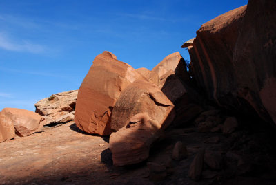 The route behind: bedrock and boulders
