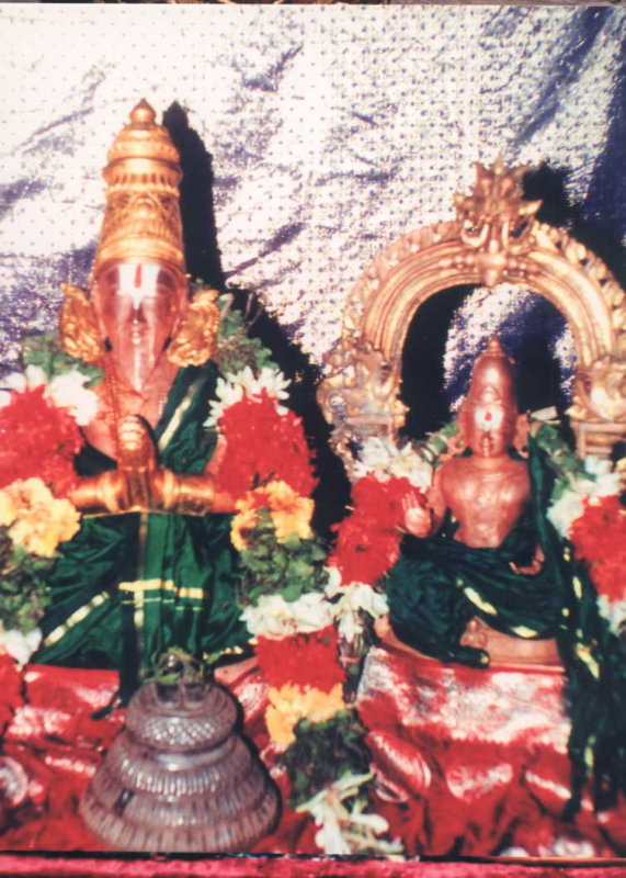 Azhvan and bhattar at srirangam.jpg