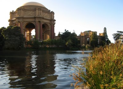 Bits of the <a href=http://tinyurl.com/yth4nv target=_blank><u>altar</u></a> in front of the Palace of Fine Arts can be seen.