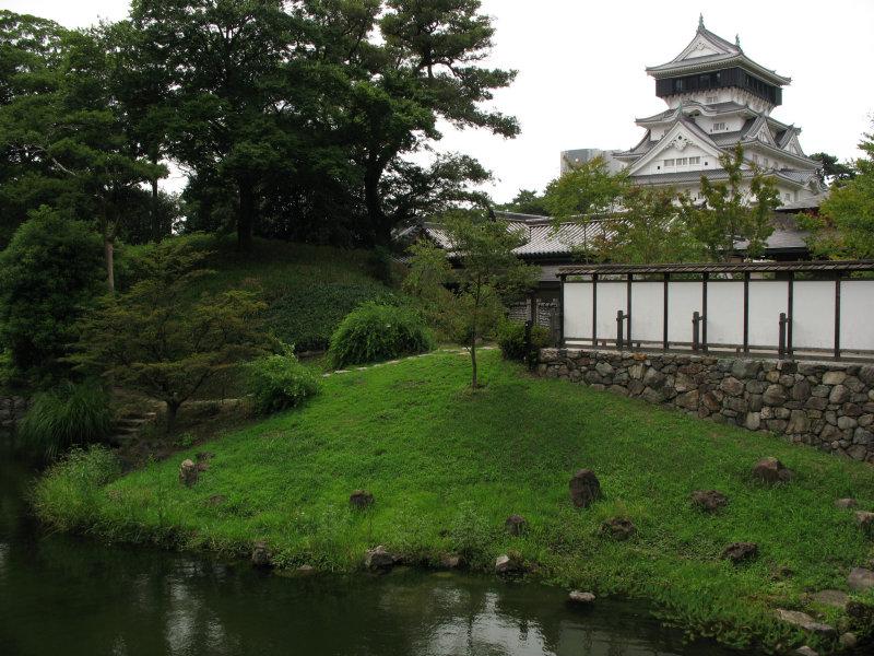 Kokura-jōs donjon viewed from the garden