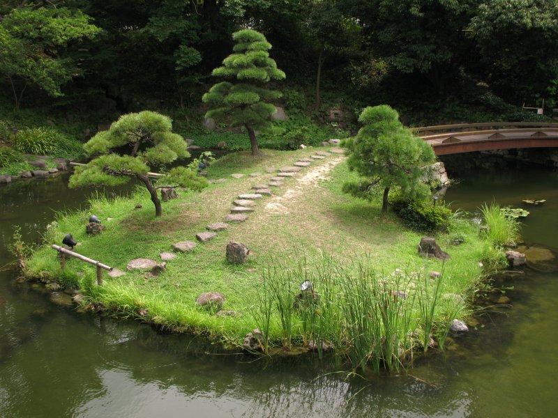 Islet in Kokura-jō-teien