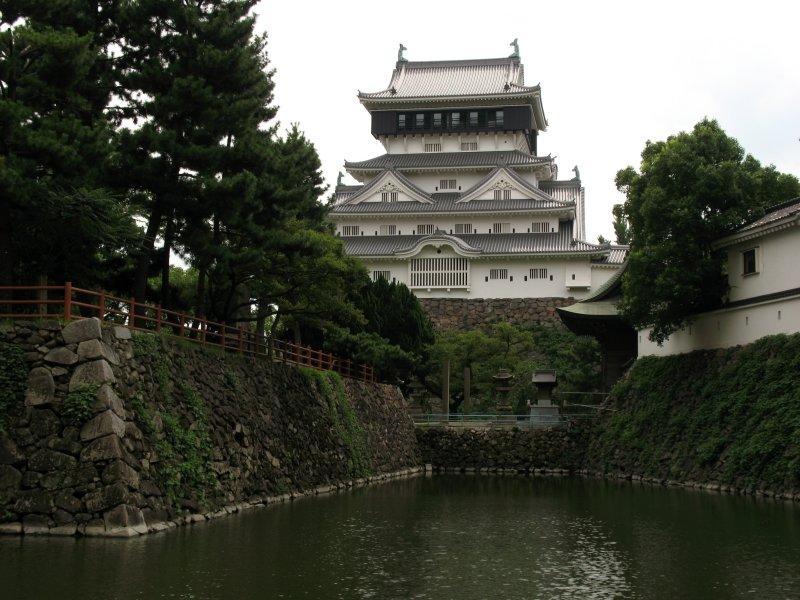 North flank of Kokura-jō and moat