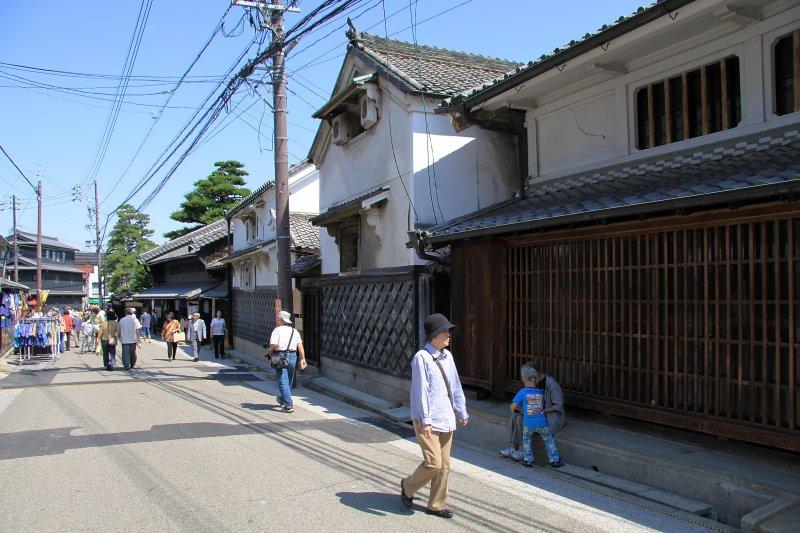 Arimatsu street scene with Hattori warehouse