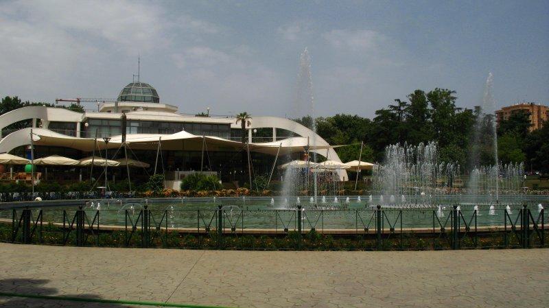 Taivan Kompleksi and fountain