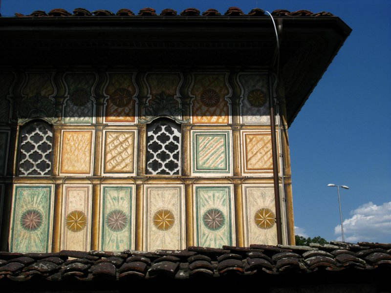 Corner detail with roof, Šarena Djamija