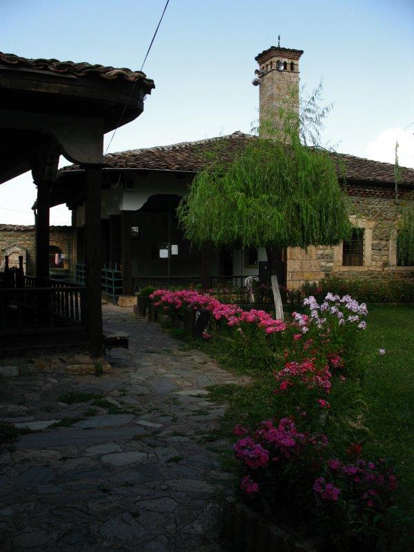 Monastery path, Baba Arabati tekke