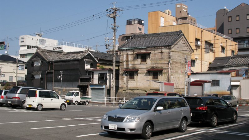 Old kura off a parking lot in Nagono