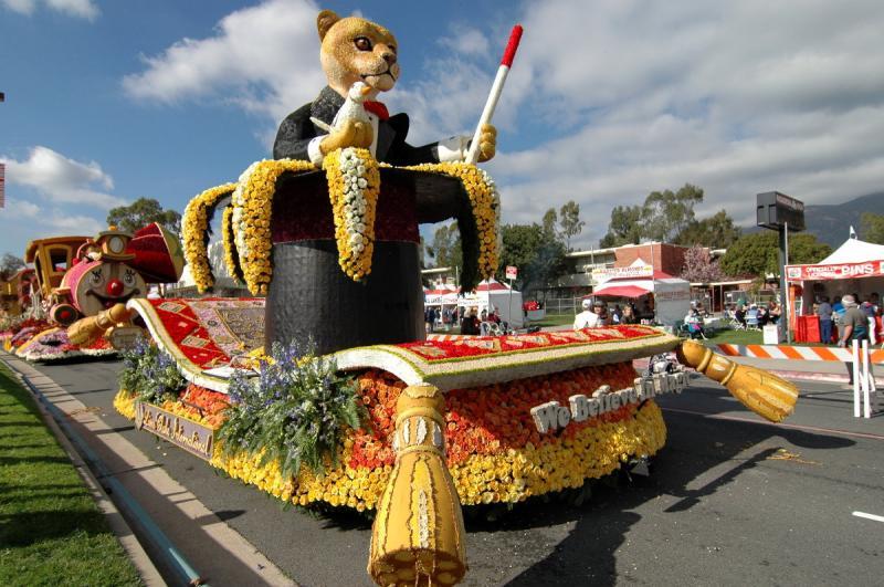 Rose Parade Float Viewing 03