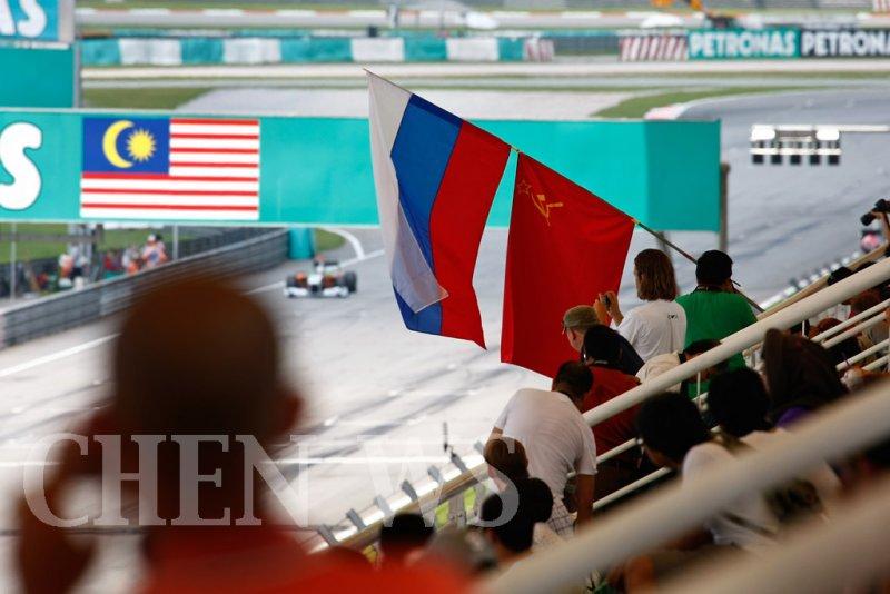 Cheering Vitaly Petrov