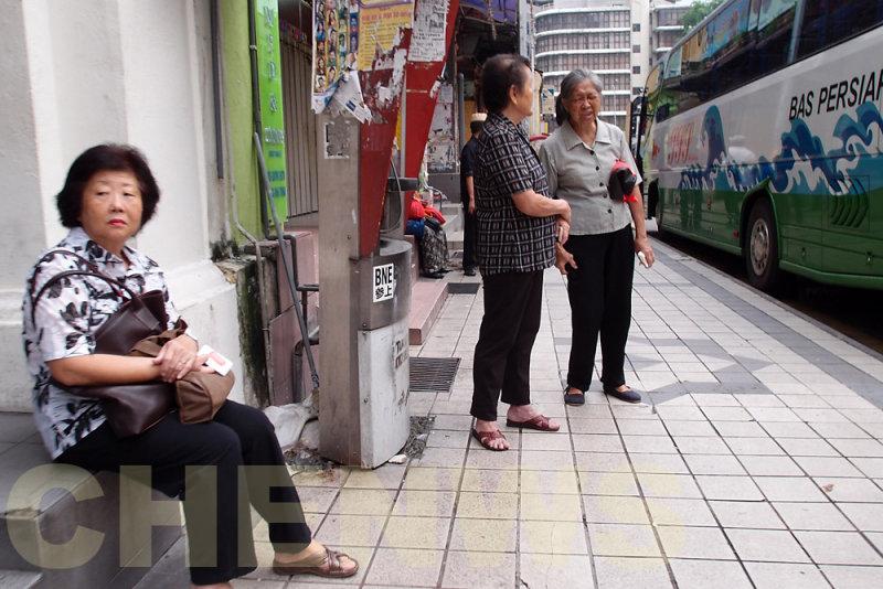 Bus stop 20110522-082150-015.jpg