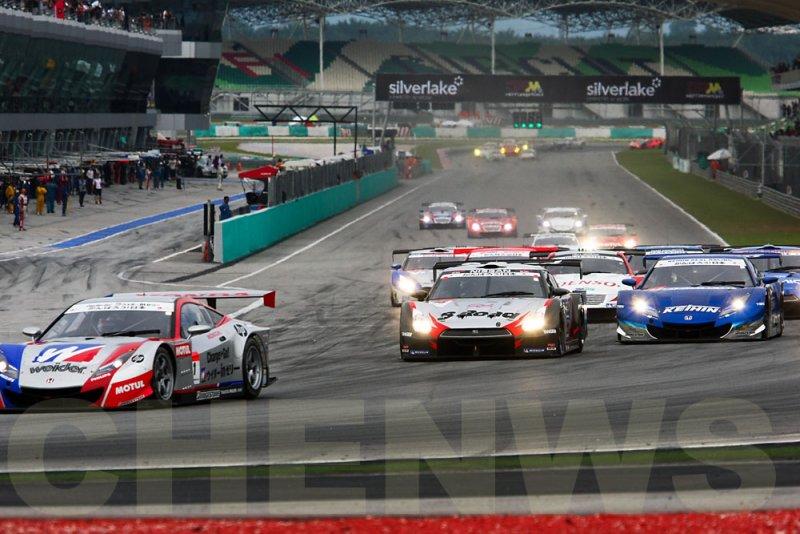 GT500 race start