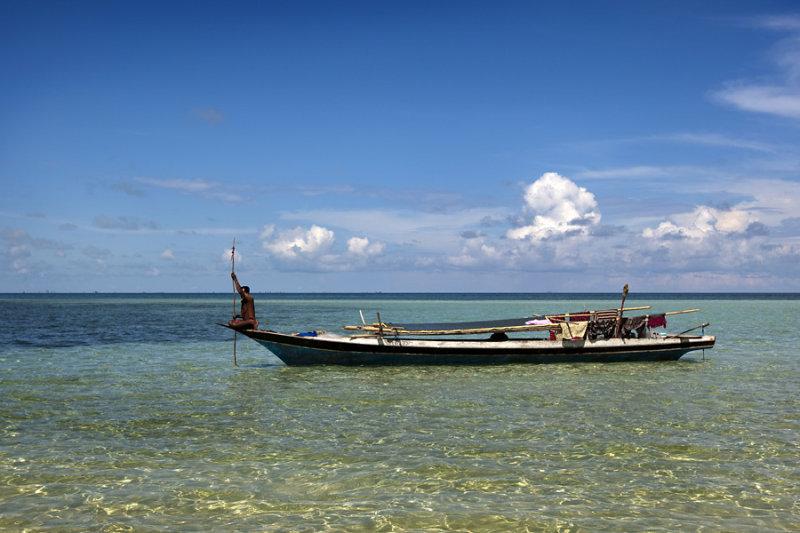 Sea Bajau fisherman at Gusungan Island, Sabah.