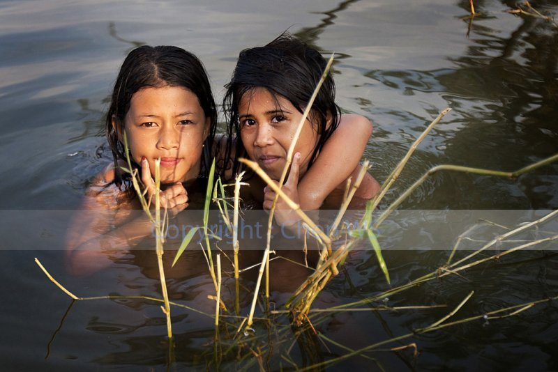 Young girls, Lake Singkarak