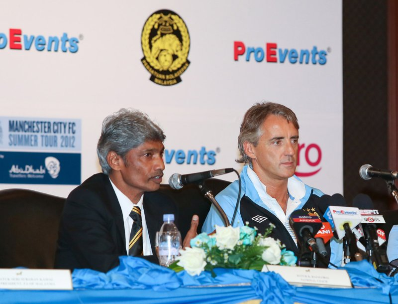 K. Rajagopal and Roberto Mancini at the press conference