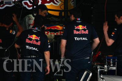 Mark Webbers crew at work