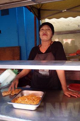 Mee goreng seller 20110522-085903-077.jpg
