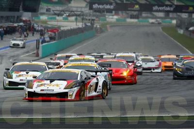 GT300 race starts
