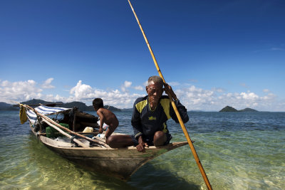 Father and child living in their boat home off Gusungan Island.
