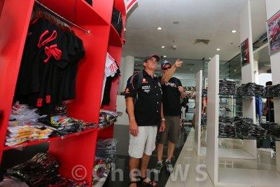Fans shopping