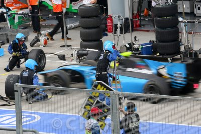 GP2 car tire change
