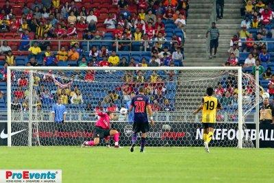 Vito Mannone fails to stop Azmi Muslim scoring Malaysias first goal