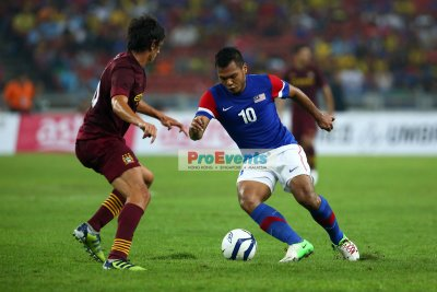 Mohd Safee takes on a ManCity player