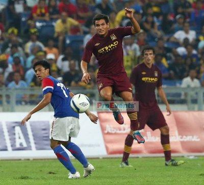 Marcos Lopes leaps to intercept M. Shakir Shaari