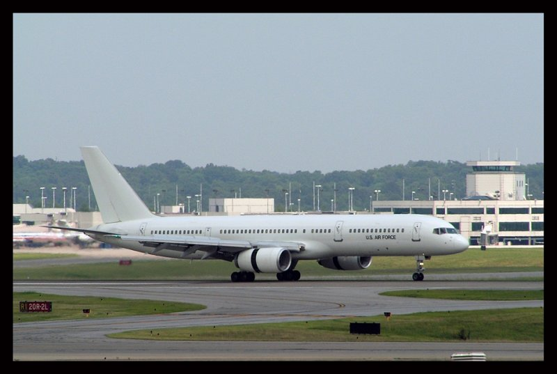 United States Air Force C-32B (00-25001)
