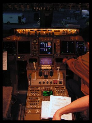 China Airlines Cargo Boeing 747-409F Cockpit (B-18711)