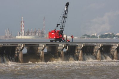 First Bays Opened in Spillway Structure - 2011