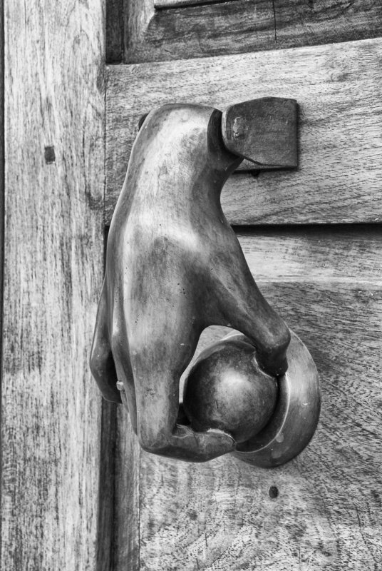 Mano puerta.jpg