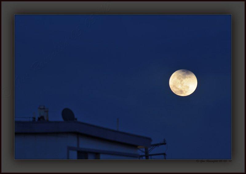 Super-Moon Cinco de Mayo 2012