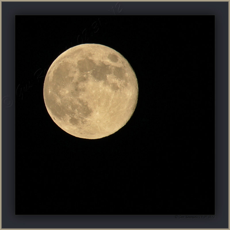 2<sup>nd</sup> Full Moon August 2012 - Doesnt Look Blue, But What Do I Know?!?
