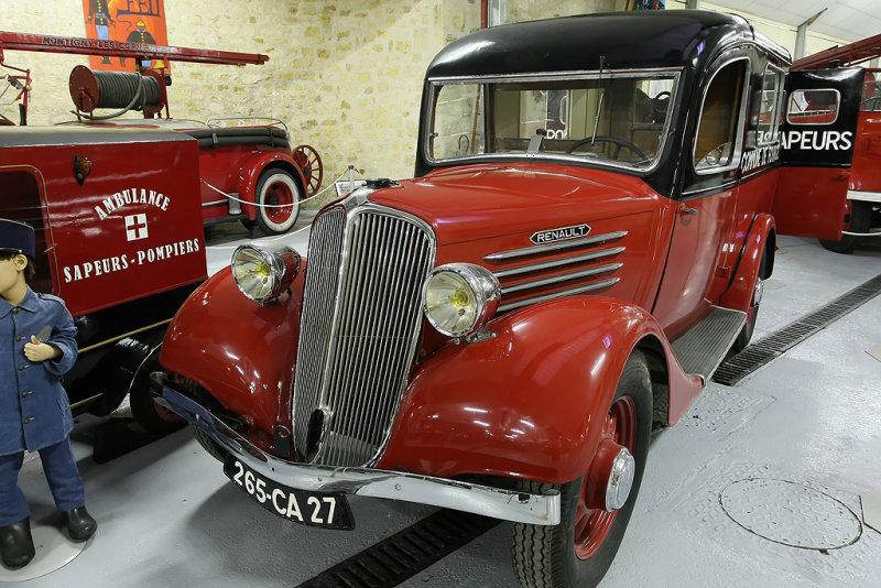 Une ambulance de marque Renault - MK3_2153 DxO.jpg