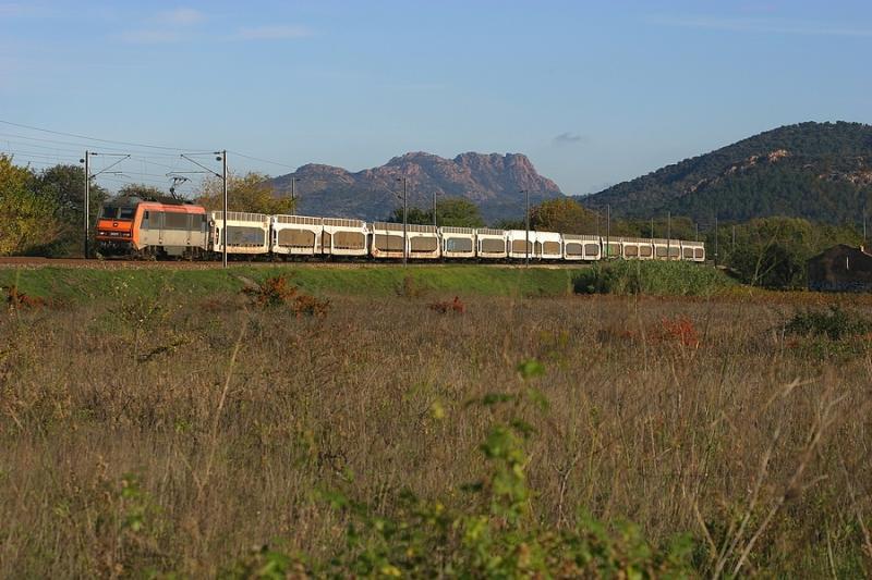 A freight train near les Arcs-Draguignan with the BB26217.
