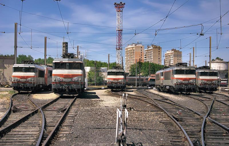 Some BB-22200 and 7200 Class resting at Avignon depot.