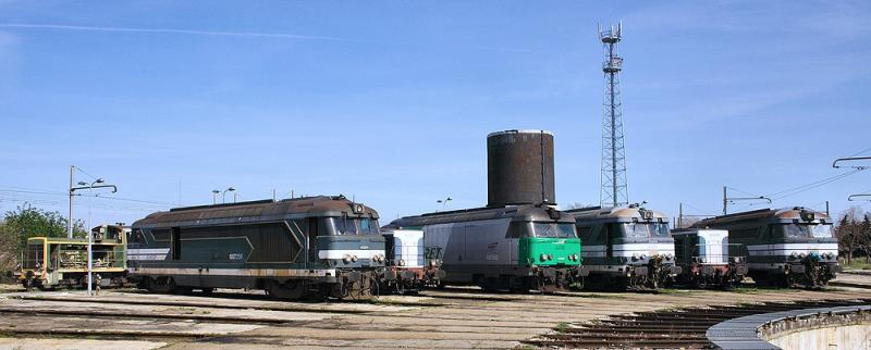 Some diesels locomotives resting at the depot (BB67200/400, BB66000, Y7100).