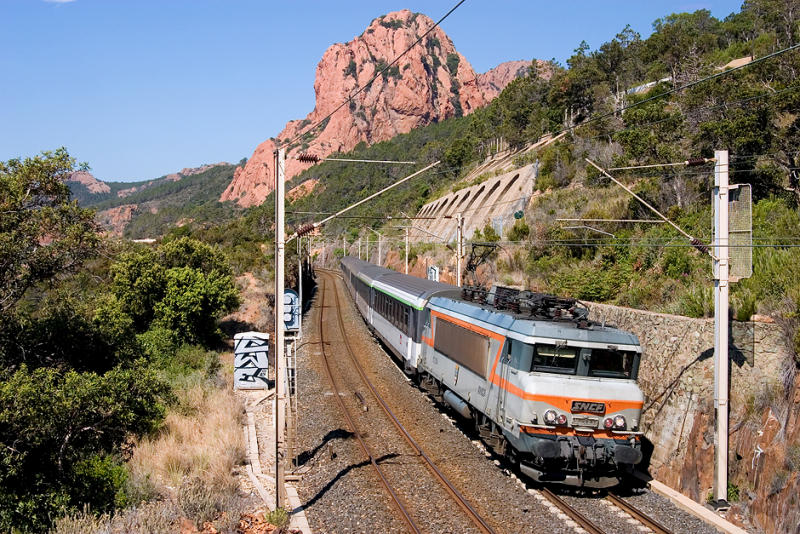 The BB22394, heading to Nice, between Anthéor and Le Trayas.