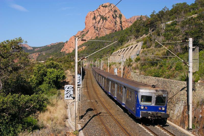 A regional train near Anthéor.