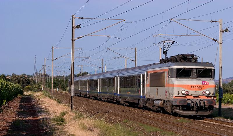 Near Les Arcs-Draguignan, the train Nice-Lyon with the BB22308.