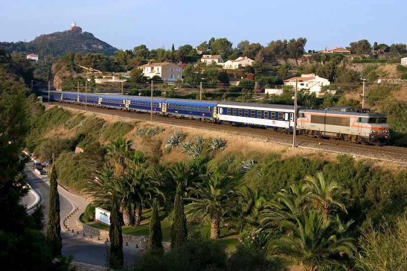 Coming from Paris, Le Train Bleu and the BB22332 heading to Nice, near Agay.