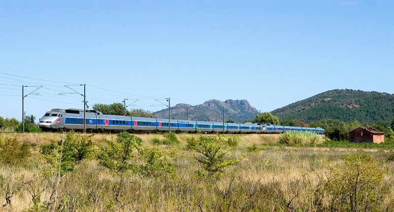 A double units of TGV Sud-Est near Les Arcs-Draguignan.