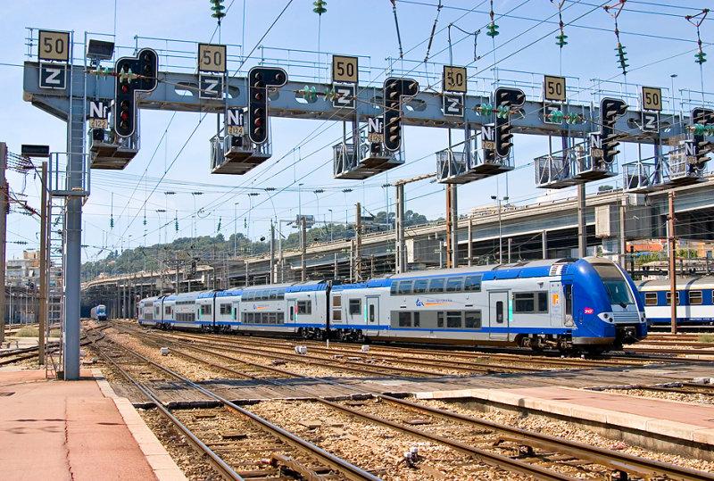 A TER-2N-NG at Nice-Ville station.