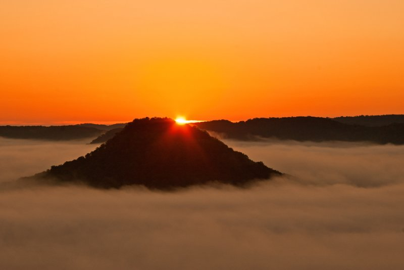 Sunrise view from Eagles Nest on Indian Fort Mountain in Berea, KY