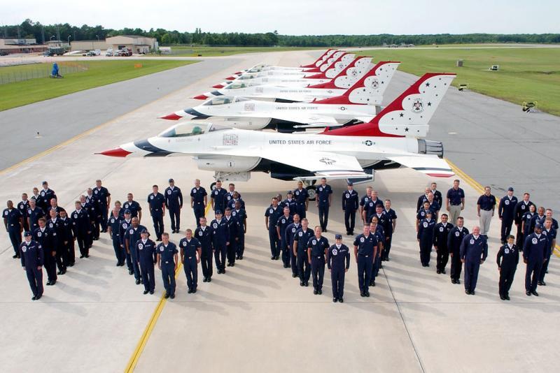 The USAF Thunderbirds perform their 4000th Air Show - Congrats!